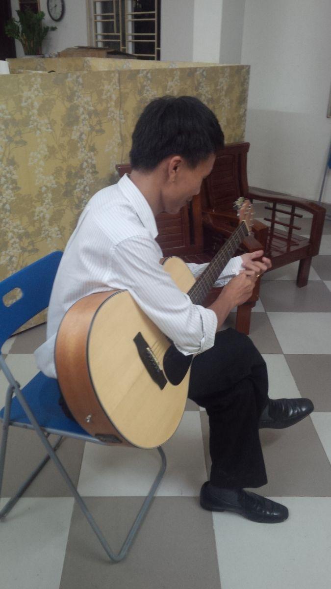khoa son voi cay dan guitar